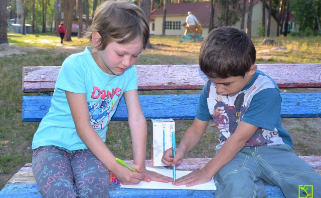 Дети из Спасского детского дома получили новые шариковые ручки