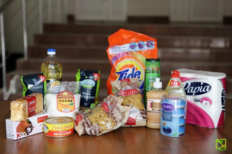 Набор продуктов и гигиенических средств, который получили 80 семей