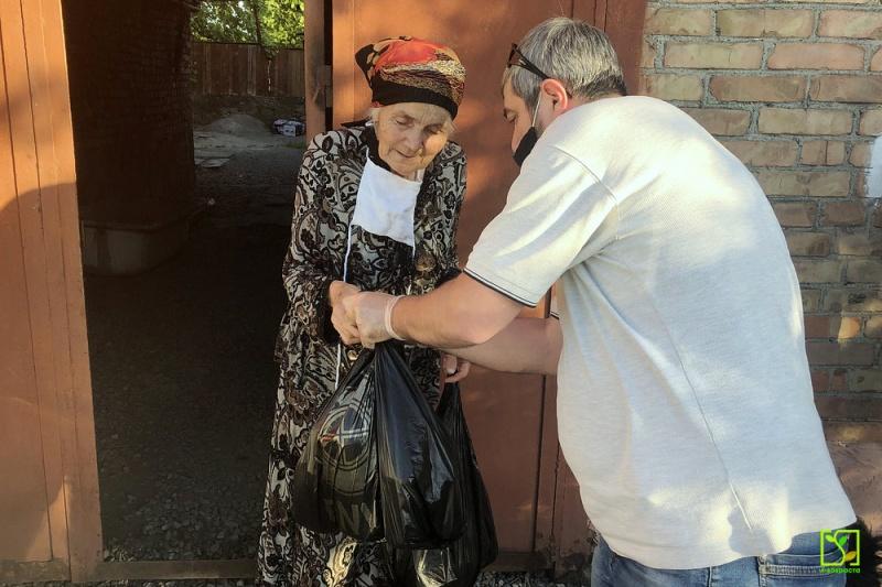 Пожилым людям наборы были доставлены на дом